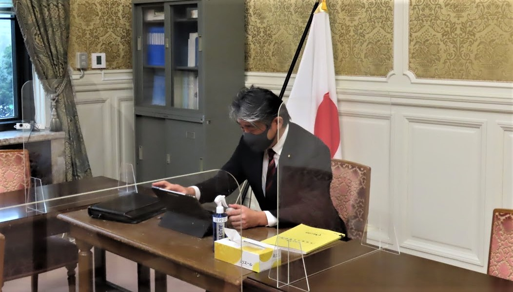 省庁とオンライン会議